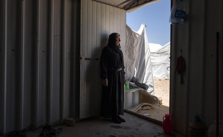 فرت فاتن حميد وعائلتها من سوريا الى الاردن.
