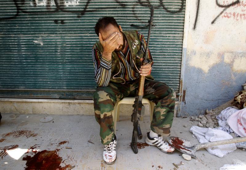 مقاتل في الجيش السوري الحر في حلب . آب 2012