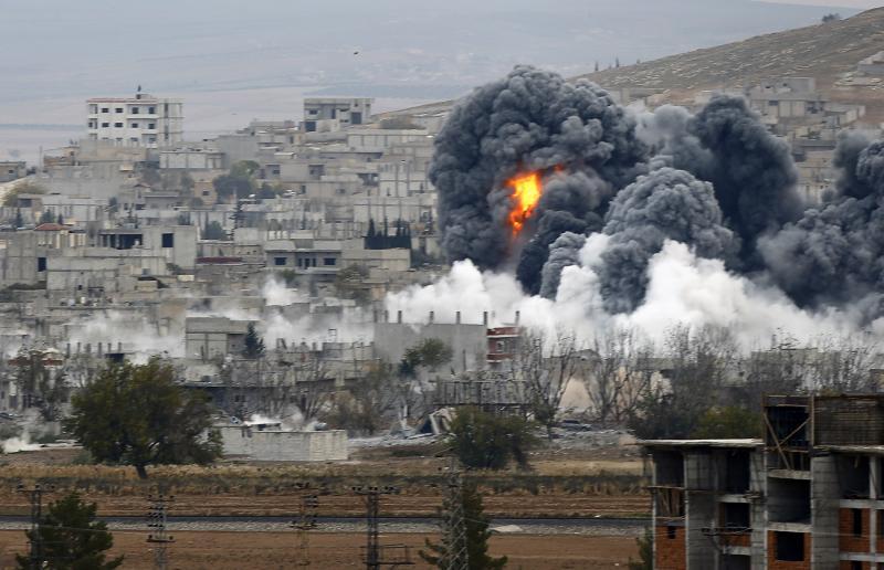 انفجار بسبب غارة جوية في كوباني، سوريا، تشرين الثاني عام 2014