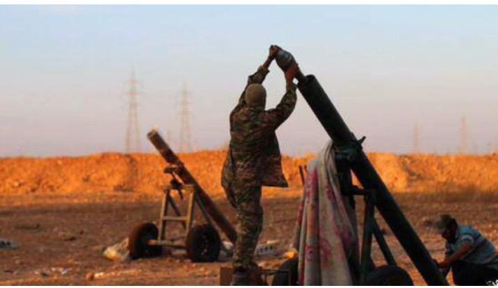 صورة انتشرت في موقع الفيس بوك تُظهر عناصر داعش المتشددين وهم يستعدون لإطلاق قذائف الهاون على مواقع حكومية في حلب.
