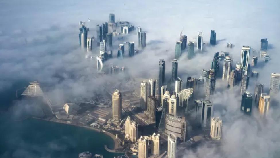 صورة جوية للدوحة، تم إغلاق الحدود البرية الوحيدة بين قطر والمملكة العربية السعودية